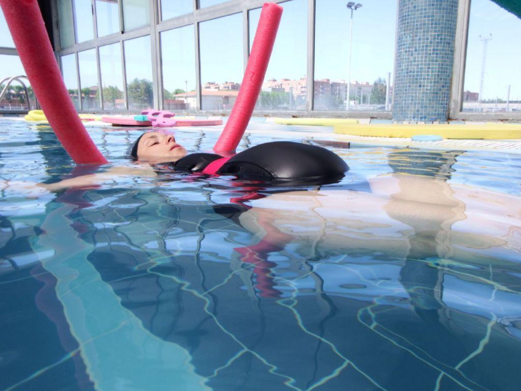 Nataci n para embarazadas beneficios consejos y ejercicios for Piscina bebe con parasol
