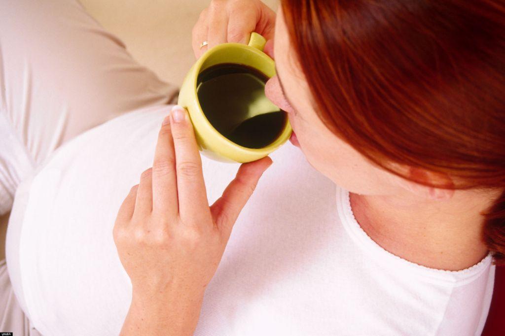 porque no se debe consumir cafeina en el embarazo