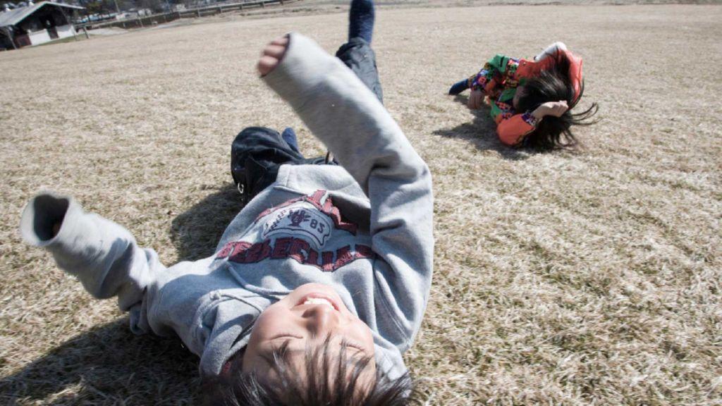 jugar en el suelo